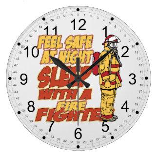 Sömn med en brandman stor klocka