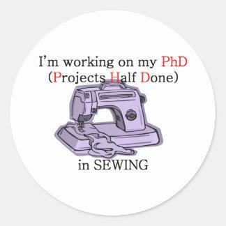 Sömnad PhD Runt Klistermärke