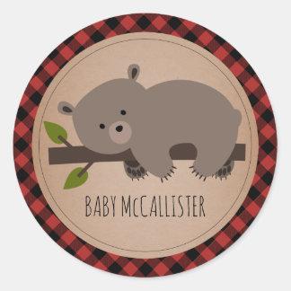 Sömnig baby shower för pläd för babybjörnunge runt klistermärke