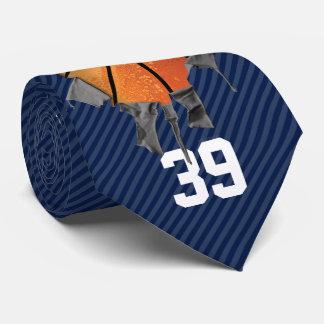 Sönderriven basket (som är mörk/personifieras) slips