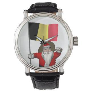 Söt jultomten med ensignen av Belgien