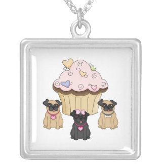 Söta mopshundar för muffin silverpläterat halsband