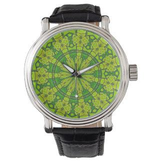 Söten görar grön den kvinnliga Mandalablomman för Armbandsur