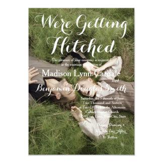 Sötsaken kopplar ihop att lägga den gräs/Wedding 11,4 X 15,9 Cm Inbjudningskort