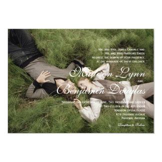 Sötsaken kopplar ihop att lägga den gräs/Wedding 12,7 X 17,8 Cm Inbjudningskort