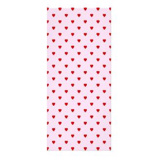 Sött mönster av röda hjärtor på pink. reklamkort