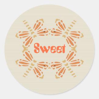 Sött, sländor i orange & solbränna på svart runt klistermärke