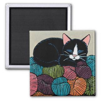 Sova katten på berg av garnillustrationen magnet
