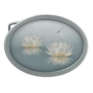 Spänner fast det ovala bältet för lotusblomma och