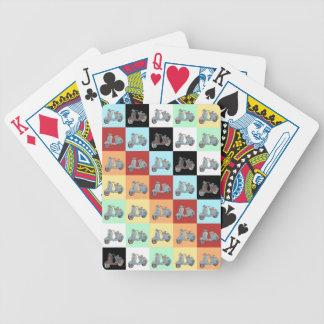 Sparkcyklar som leker kort spelkort