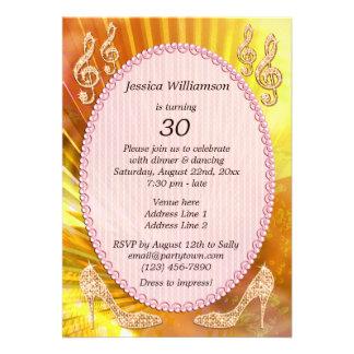 Sparkly orange musik noterar stilett30års födels personliga inbjudningskort