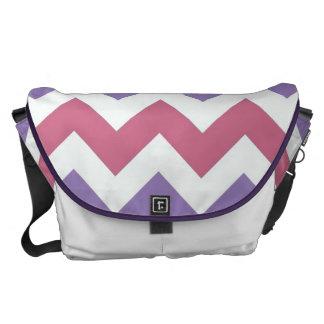 SparreZigzap för purpurfärgad vit rosa mönster Kurir Väska