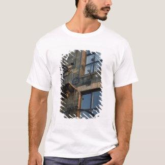 Specificera av ironworken av den norr Fa�aden T-shirts