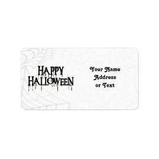 Spindelnät och kuslig text för happy halloween adressetikett