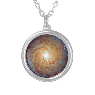 Spiralt rymdenfoto för galax smutsigare 74 silverpläterat halsband
