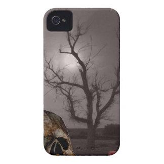 Spöklika kyrkogårdgravstenar och skallefoto Mashup iPhone 4 Skal