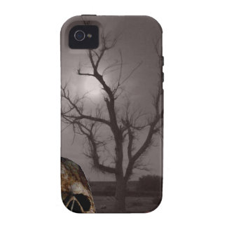 Spöklika kyrkogårdgravstenar och skallefoto Mashup iPhone 4 Fodral