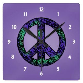 Spräcklig fredstecken 3 tar tid på fyrkantig klocka