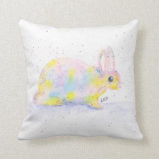 Spräcklig målad kanindekorativ kudde