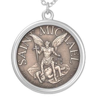 St Michael Halsband Med Rund Hängsmycke
