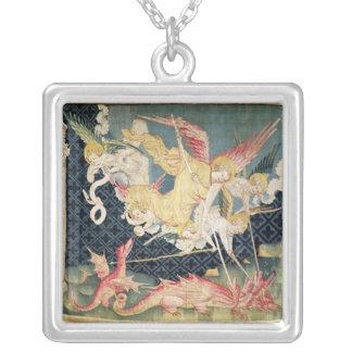 St Michael och hans änglar som slåss draken Silverpläterat Halsband