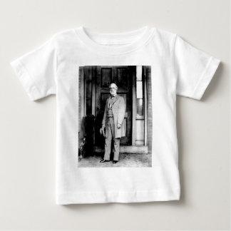Stå porträtt av General Robert E. Lee T-shirts