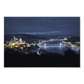 Stad av Budapest (Ungern) på nattfototrycket Fototryck
