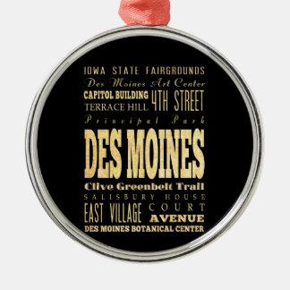 Stad för Des Miones av Iowa typografikonst Julgransprydnad Metall
