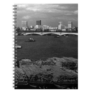 Stad för vintageEngland London Thames River Anteckningsbok