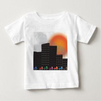 Stads- djungelSmog och dimma i en stad, bilar, sol Tee Shirt