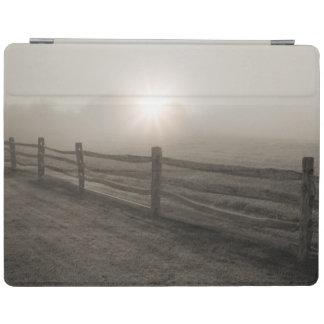 Staket och Sunburst till och med dimma nära Sharon iPad Skydd