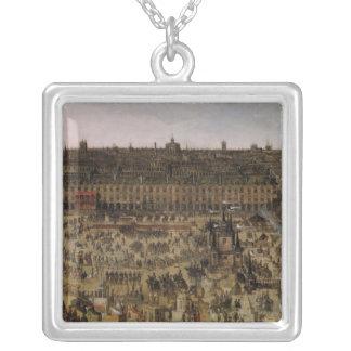 Stället Royale och carrouselen i 1612 Silverpläterat Halsband