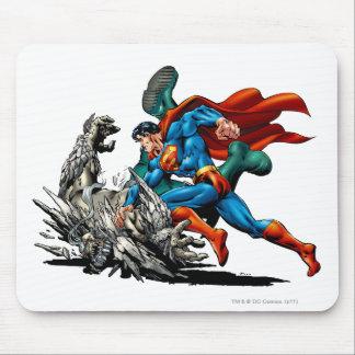 Stålmannen slåss monster musmatta