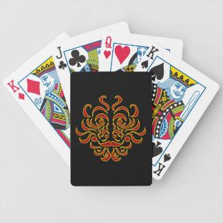 Stam- förebild som leker kort spelkort