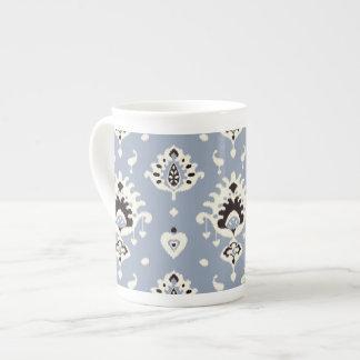 Stam- mönster för gullig ikat för grå färg beige bone china kopp