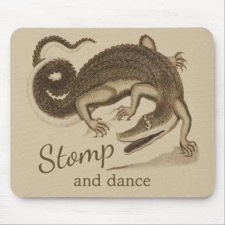 Stampa och dansa lyckligkrokodilen för vilden musmatta