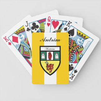 Ståndsmässiga Antrim som leker kort Spelkort