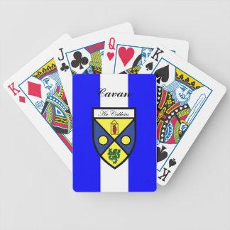 Ståndsmässiga Cavan som leker kort Spelkort
