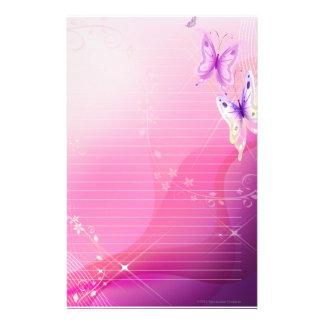 Stationär rosa fjäril