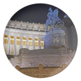Staue och kolonner på monumentet Vittorio Tallrik