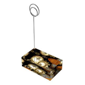 Steampunk tar tid på och utrustar bordskorthållare