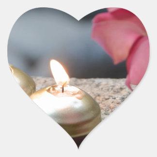 Stearinljus och vatten hjärtformat klistermärke