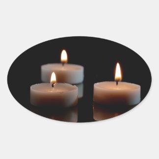 Stearinljus på en spegel ovalt klistermärke