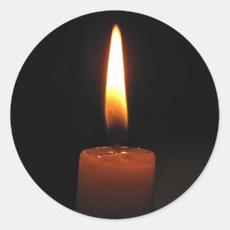 Stearinljuset flammar runt klistermärke