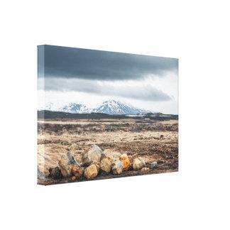 Stenar i grovt berg landskap canvastryck
