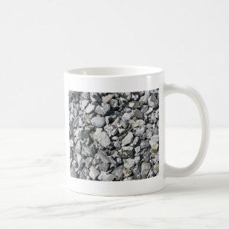 Stenar på en strand i sverige vit mugg
