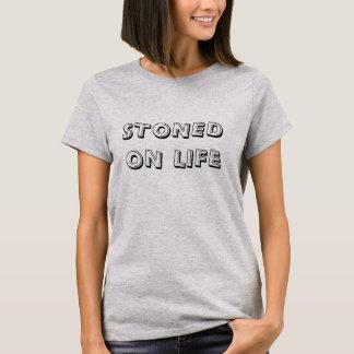 Stenat på livinställningkvinna grundläggande t-shirts