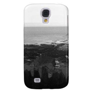 Stenig strand. Sceniskt kust- beskådar. Svart och  Galaxy S4 Fodral