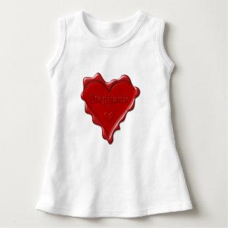 Stephanie. Den röda hjärtavaxen förseglar med T-shirts