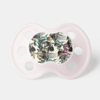 Stigande ned rosa döskallar med fjärilar baby napp